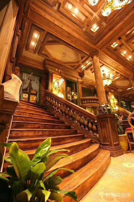 贝尔豪斯餐厅实木楼梯图片 - 第22张