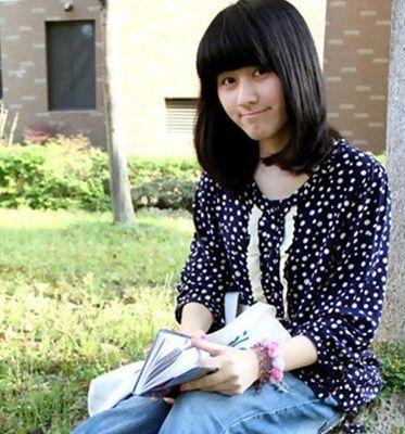 齐刘海中分内扣 时尚女学生梨花头发型图片效果图