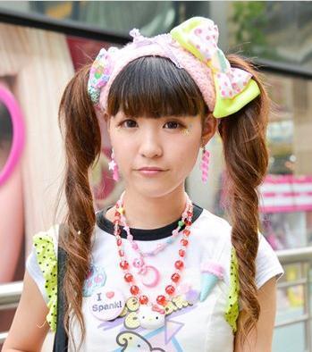 街拍日本女生新潮发型图片效果图
