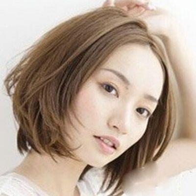 女士短发荷叶头中分发型图片作品图