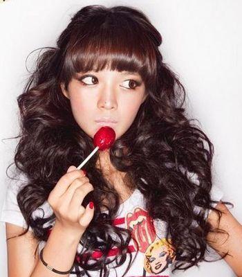 女生甜美可爱长卷发发型图片作品图
