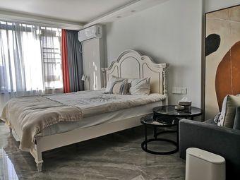 【TIME1】万达喜来登旁/1.8米大床/SOHO现代公寓见证美好旅途