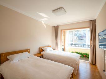 万科松花湖度假区270度雪景房,标准间,雪场内度假公寓,雪景房、一室一厅,日式清新风。