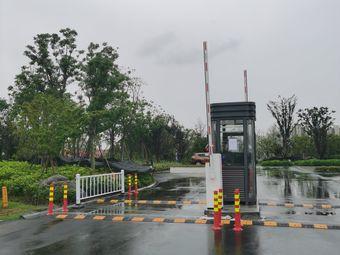 梦湖公园北侧停车场