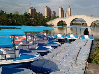 九龙湖游乐船