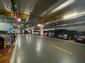 都市产业大厦停车场